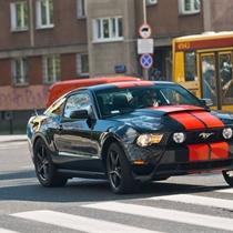 Jazda Mustangiem GT ulicami Warszawy