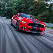 Jazda Fordem Mustangiem po torze