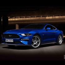 Jazda Fordem Mustangiem GT ulicami Warszawy