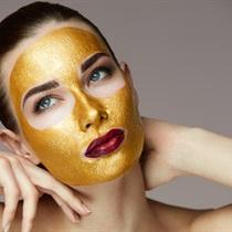 Zabieg z 24 karatowym złotem na twarz