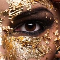 Zabieg 24 karatowym złotem na oczy