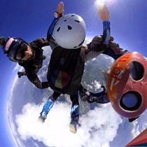 Samodzielny skok w asyście 2 instruktorów z Desantowca z 4200 m
