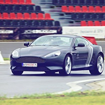 Aston Martin Vantage vs Aston Martin DB9