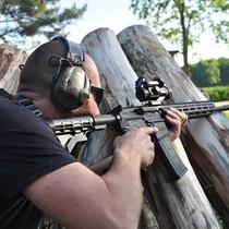 Strzelanie sportowe na strzelnicy