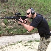 Strzelanie dynamiczne na strzelnicy
