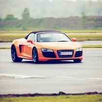 Audi R8 V8 vs Audi R8 V10 | Tor Silesia Ring