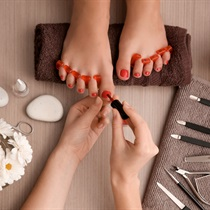 Pedicure hybrydowy w Lejdis Day Spa