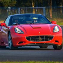 Ferrari California vs Porsche 911