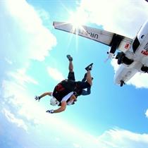 Skok spadochronowy z filmowaniem