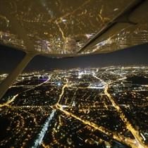 Nocny lot nad Warszawą