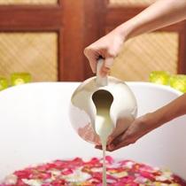 Kąpiel ziołowo-mleczna