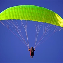 Lot Paralotnią z Akrobacjami