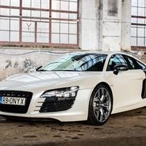 Jazda Audi R8 ulicami miasta