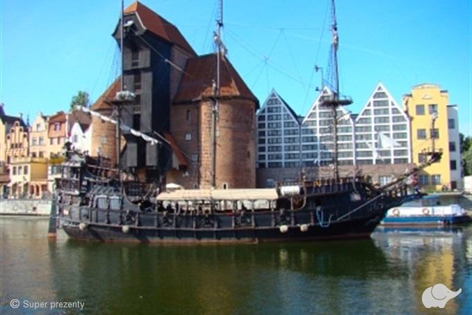 żuraw w gdańsku, motława, statek