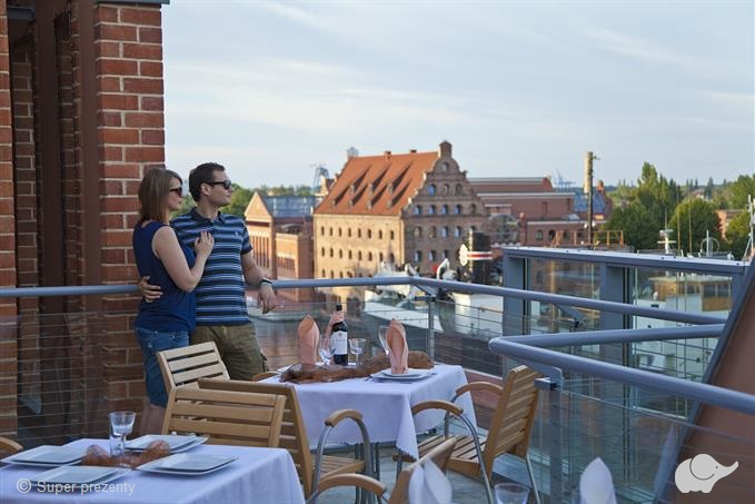 romantyczna kolacja w gdańsku z widokiem na panoramę miasta